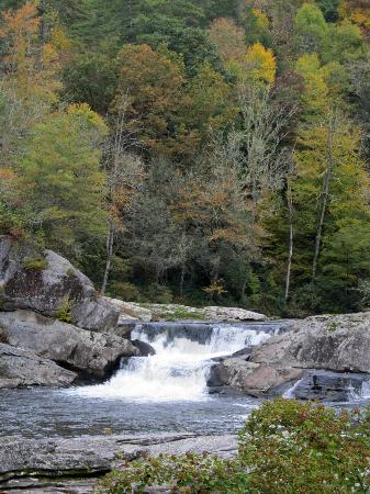 Linville Gorge Wilderness Area: The left hand side of the upper falls