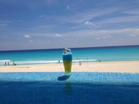 Live Aqua Cancun All Inclusive: Infiniti pool!
