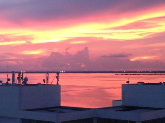 Live Aqua Cancun All Inclusive: Beautiful sunset from our room!