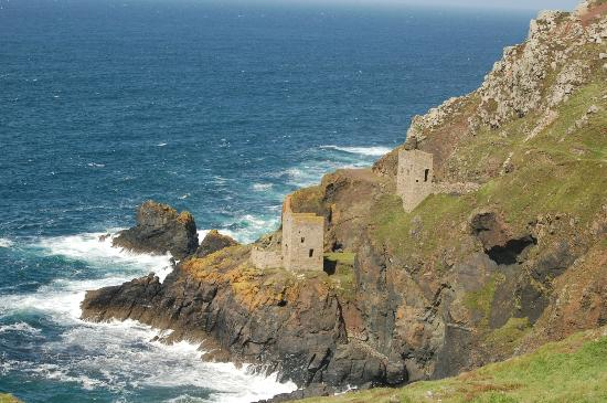 Cornish Coastal Path: The Crowns at Botallack