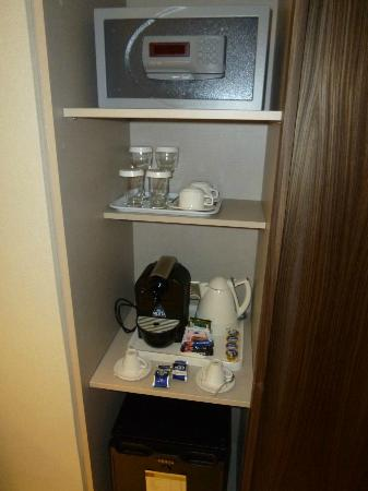Adams Beach Hotel: Espresso machine, safe, mini bar and t/coffee