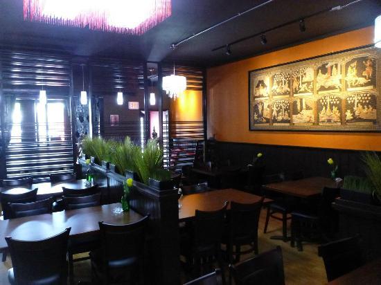 Ban Chok Dee Thai Cuisine: Ban Chok Dee Main Dining Room 2
