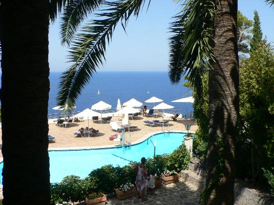 Hoposa Costa d'Or Hotel: view from the terrace over the pool and out to sea