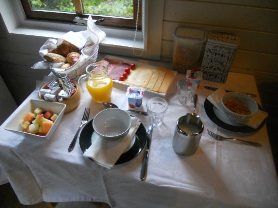 Flores & Puck Bed & Breakfast Amsterdam: Delicious breakfast