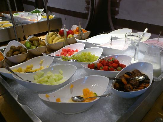 Hotel Lumen: deel van het ontbijtbuffet