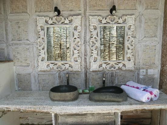Les Villas Ottalia: salle de bain de la grande chambre