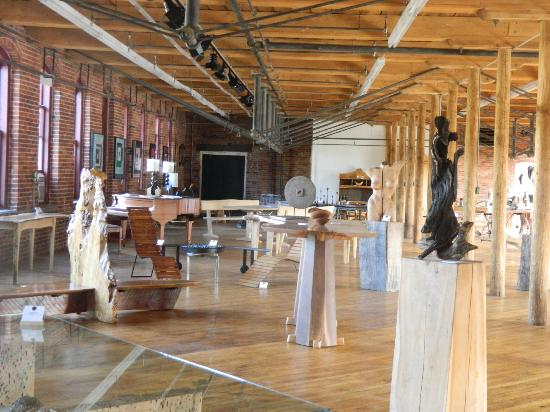 Art et Industrie : Housatonic's Newest and Largest Gallerie