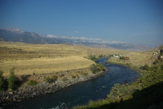 Best Western By Mammoth Hot Springs: Great view of the mountains and Yellowstone River