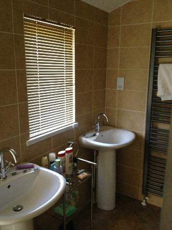 Thanet Well Lodge Retreat: Main Bathroom