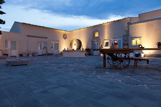 Hotel Borgo Pantano: Courtyard