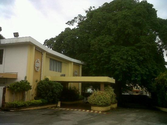 Mandeville Hotel: Front of hotel