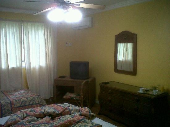 Mandeville Hotel: Room