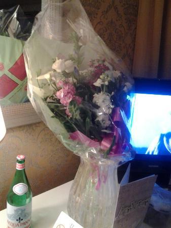 Duodo Palace Hotel: Anniversary Flowers