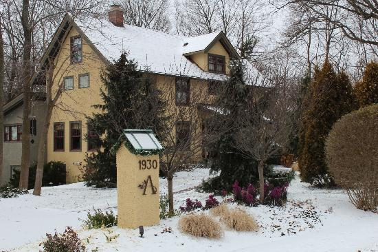 Avalyn Garden Bed and Breakfast: Open year round