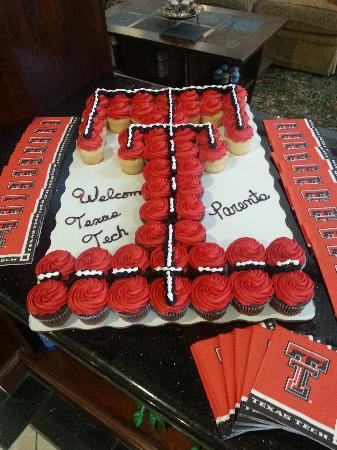Hampton Inn & Suites Lubbock Southwest : Texas Tech Cupcake Cake- every home game check-in a grab a cupcake
