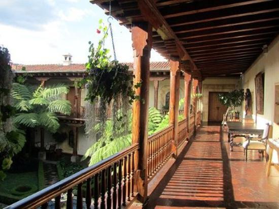 Palacio de Dona Leonor: halls