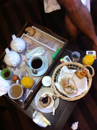 Auberge Du Moulin Marin: petit déjeuner en chambre
