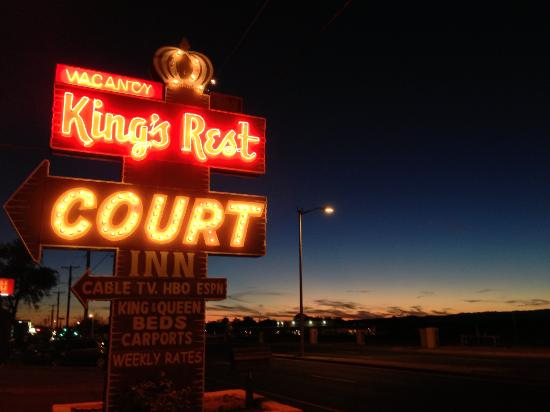King's Rest Court: Neon & Santa Fe Sunset