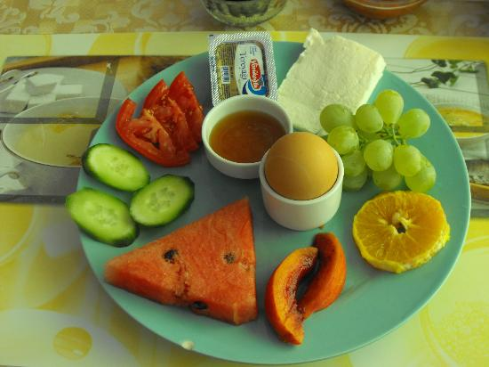 Rose Pension: colourful breakfast