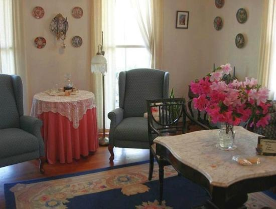 Barrow House Inn : Empire Suite Parlor with La-z-Boy recliners for your comfort