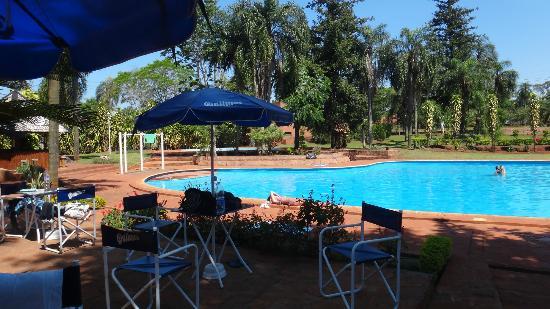 Hostel Inn Iguazu: Comer al aire libre con esta vista!!!!!
