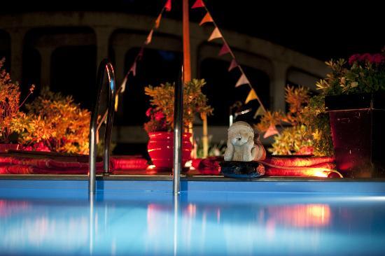 L'Appart des Anges: piscine nuit