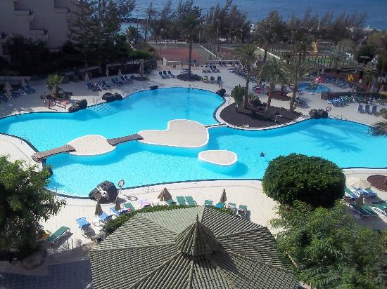 Be Live Family Lanzarote Resort: pool view from room 422