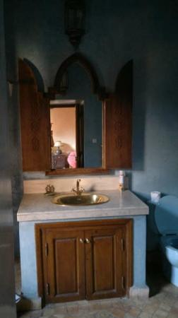 Riad Lakhdar: casa de banho