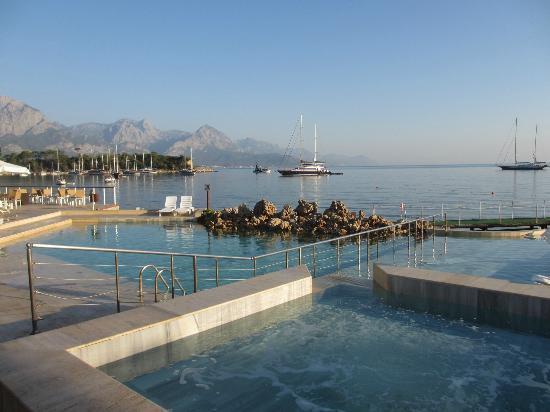 Club Med Kemer: Une piscine