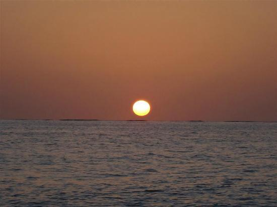 Diamonds Thudufushi: Sunset