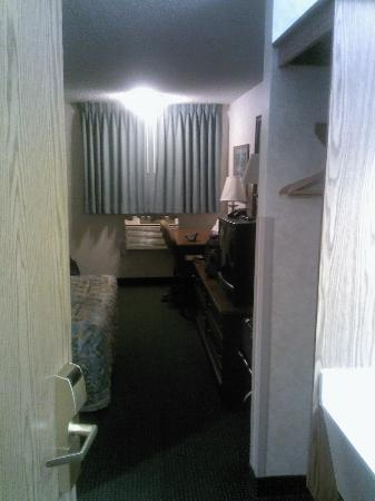 Days Inn Portland: Enter room