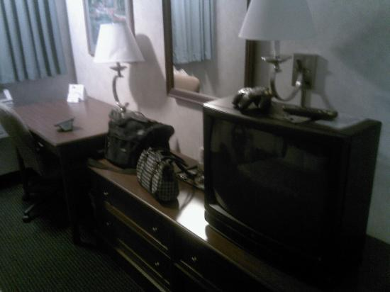 Days Inn Portland: TV and such