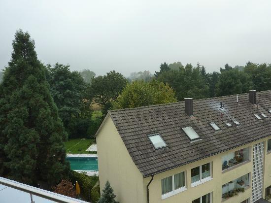 Clarion Hotel Hirschen: Blick von Dachterrasse auf Mietshäuser