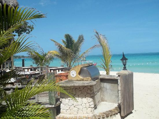 Kuyaba Hotel & Restaurant - Negril: View of beach from restaurant