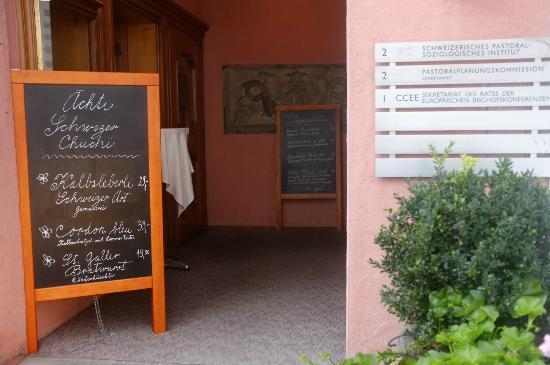 Am Gallusplatz : Zum Restaurant oder zur europ Bischofskonferenz ?