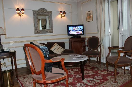 Rond-Point Hotel Champs-Elysees: Quarto 54