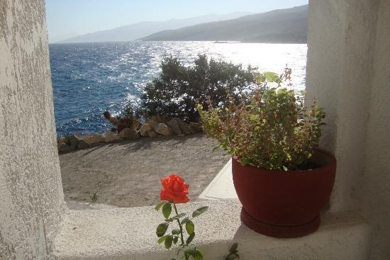 Hotel and Studios Cavos Bay: Blick aus Fenster