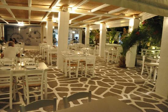 Siparos: Al Fresco dining