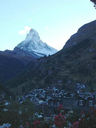 Hotel Bella Vista: The view of the Matterhorn from our room