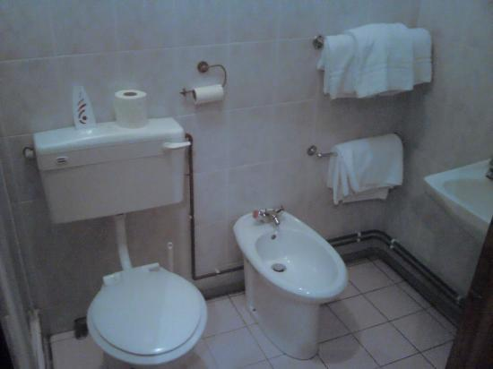 Bridge Guest House: Room 7 with bidet!