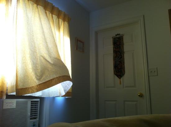 The Sunshine Inn : sunshine inn