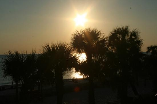 The Sandpiper Beacon Beach Resort : Sunset as seen from our balcony