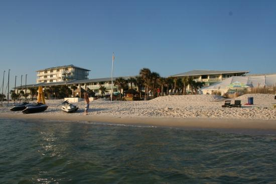 The Sandpiper Beacon Beach Resort : Beach side view of Sandpiper Beacon Beach Resort