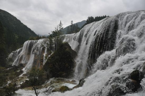 Jiuzhaigou Natural Reserve: Waterfall