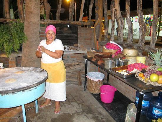 Maria Jimenez Restaurante Mexicano: Dona Maria Jimenez making tortillas at the front of the restaurant.