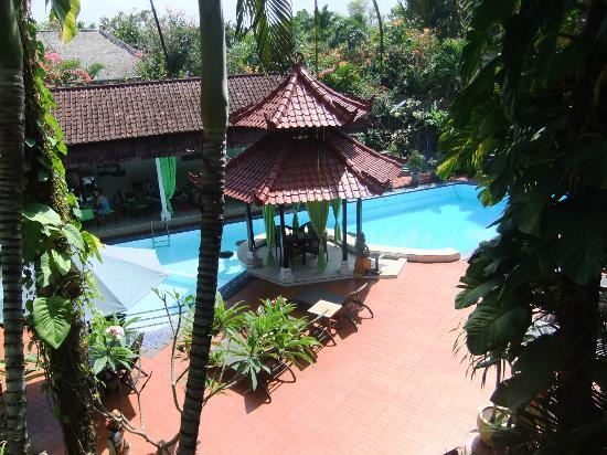 Sarinande Hotel: Pool area with breakfast area behind