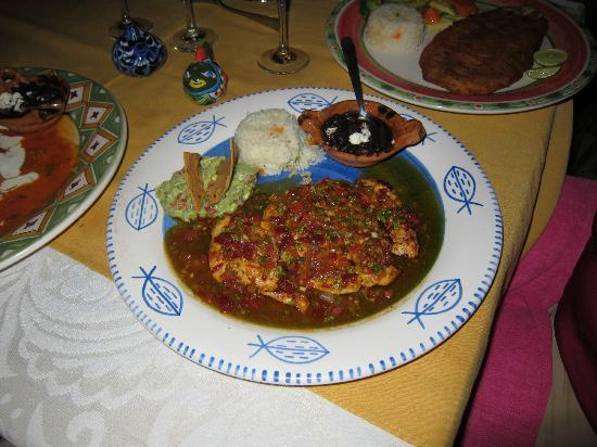 Maria Jimenez Restaurante Mexicano: Breast of Chicken in an amazing sauce.