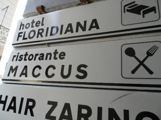 Floridiana Hotel: Signage