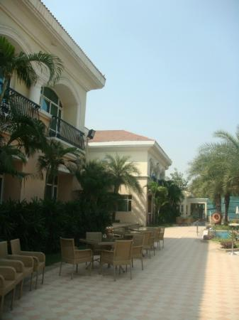 The Palms - Town & Country Club: grounds