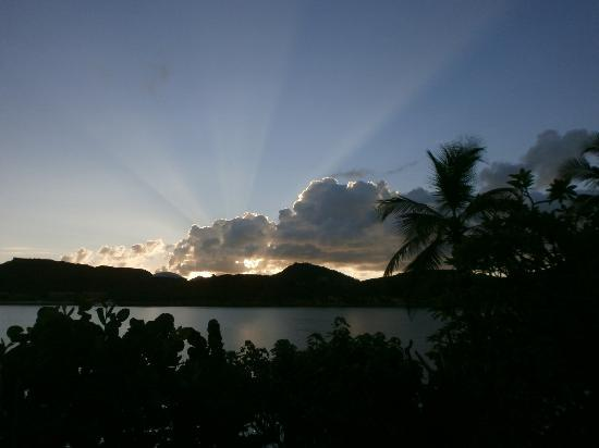 Lindbergh Bay Hotel and Villas: Amanecer hermoso desde la habitacion Beautiful sunrise